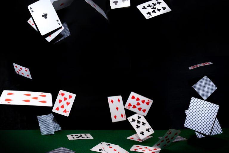 Carte da gioco volanti